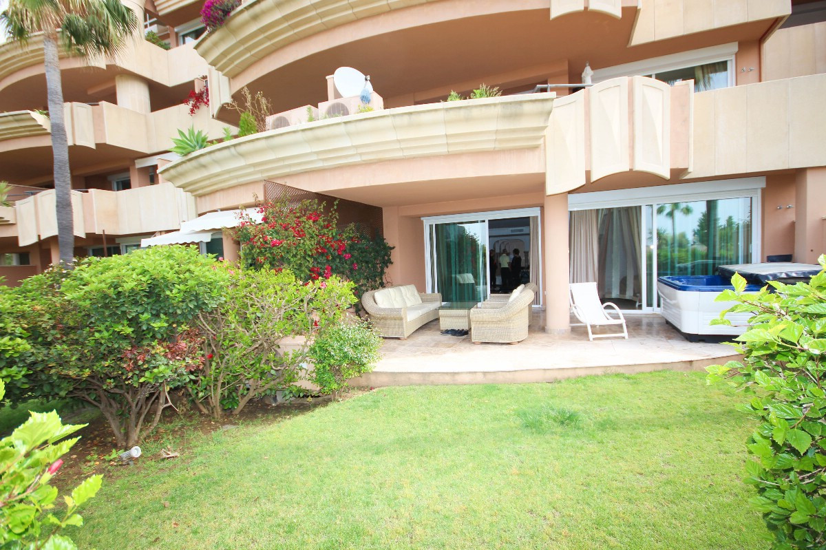 Marbella Banus Apartamento en Venta en Nueva Andalucía – R2895719