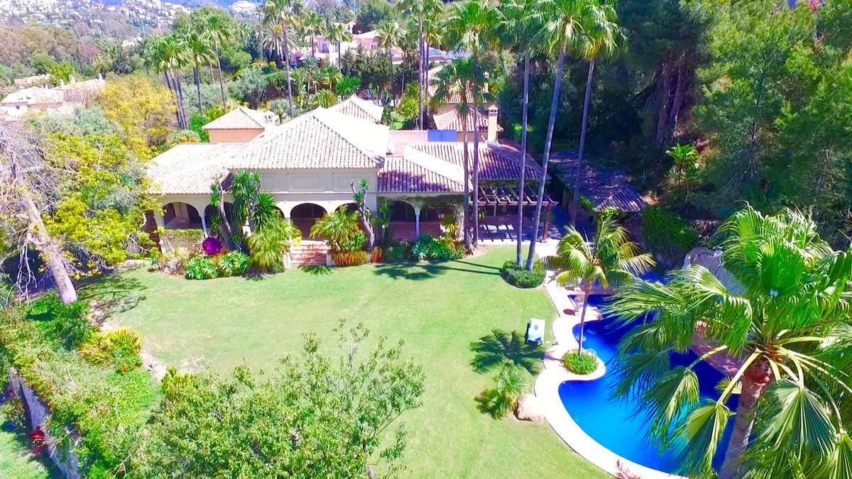 The villa is built on one level with a spectacular entrance hall and has almost 700m2, 5 bedrooms, 4, Spain