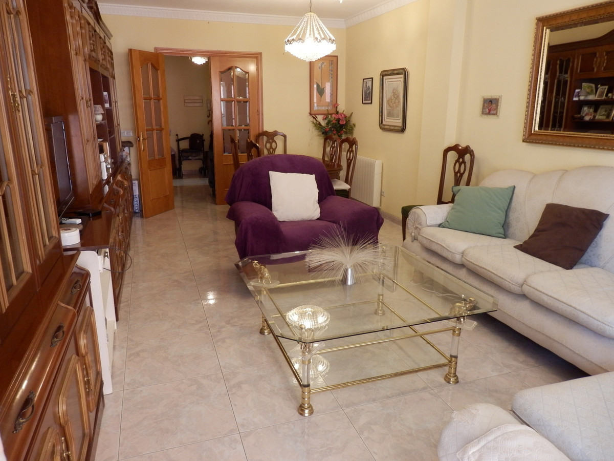 3 bedroom apartment (it was 4), in Los Boliches. 2 complete bathrooms, with shower and bathtub. Loca,Spain