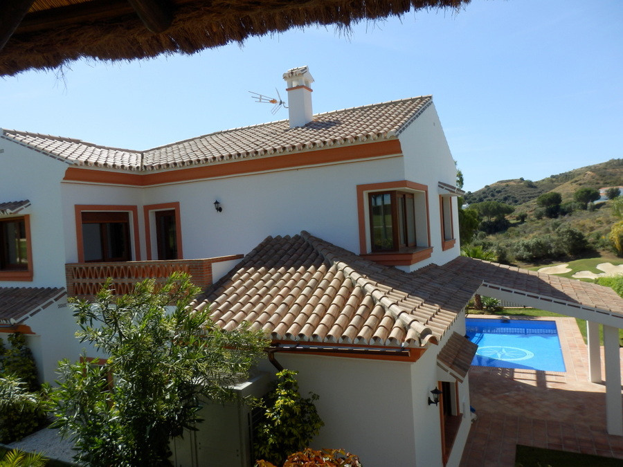 New construction villa just finished in 2016.   FIRSTLINE GOLF, large 6 bedroom luxury detached vill,Spain