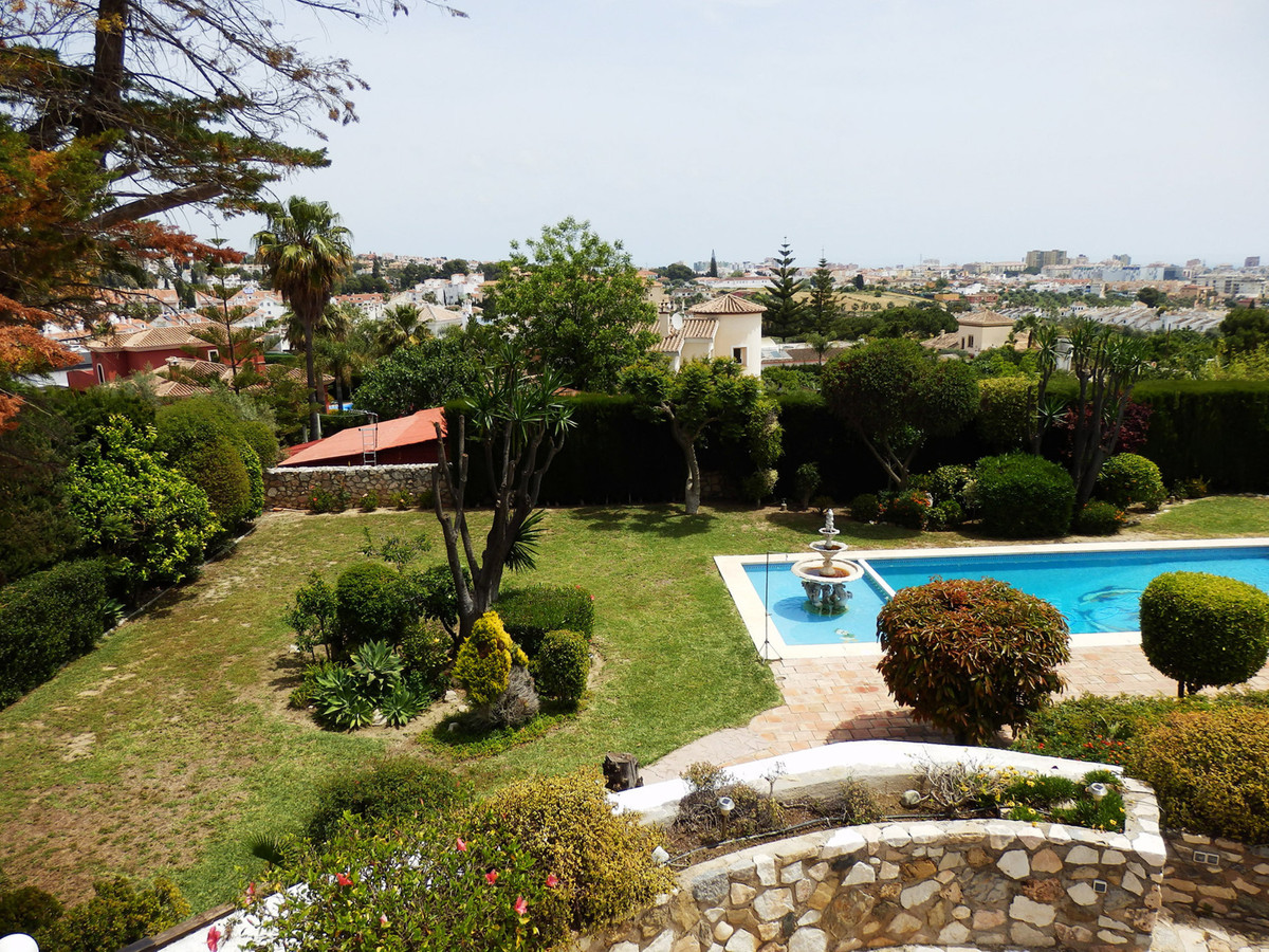 Lovely and familiar Villa in La Sierrezuela with sea views, private pool, outdoor jacuzzi and huge p,Spain