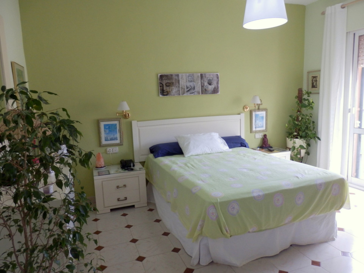 Semi-detached house in Los Pacos. 4 bedrooms plus an attic and an office. Renovated kitchen, very go,Spain