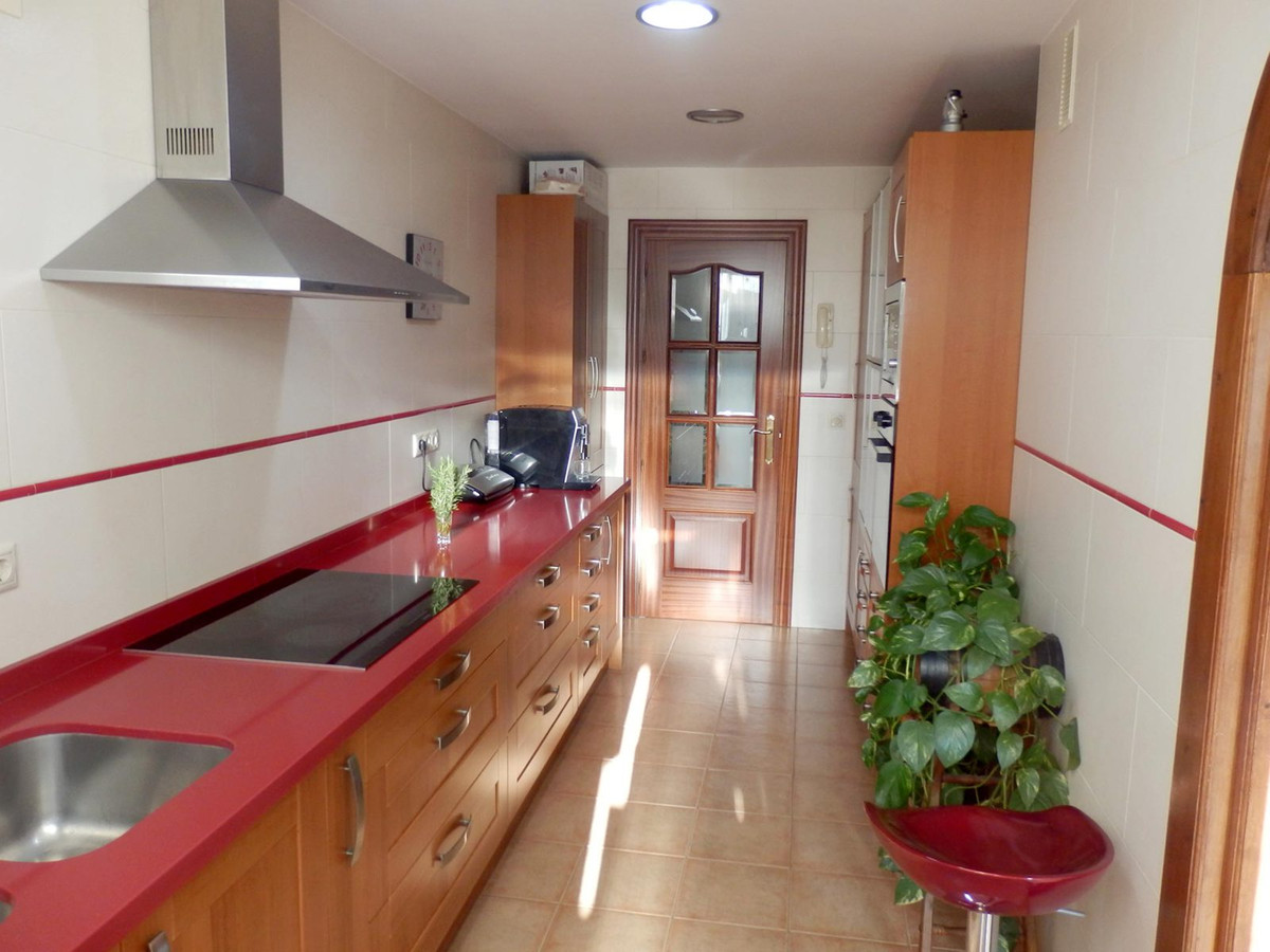 Middle Floor Apartment in Fuengirola R2836865