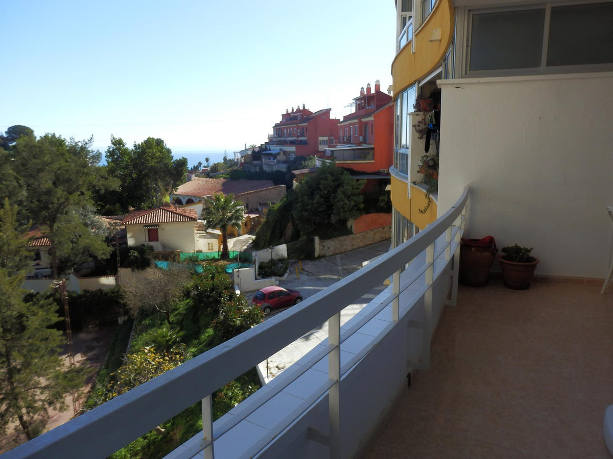 Two apartments  in one. It has 2 bedrooms, 1 bathroom. In the well-known Alessandra building in Torr,Spain