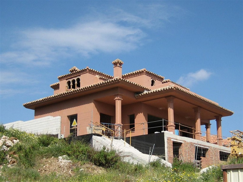 Detached Villa in Benalmadena R2307533
