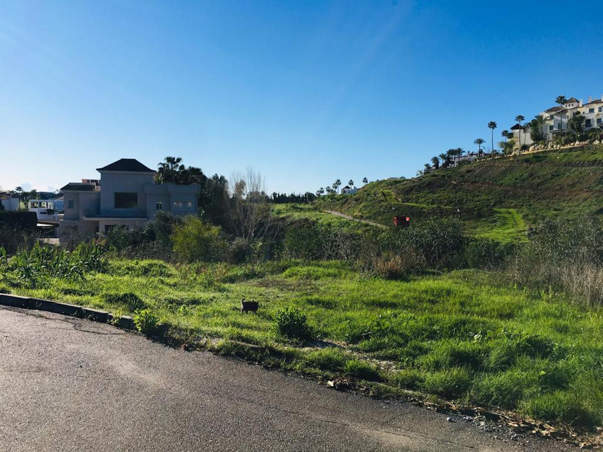 Great opportunity to build your own villa in a residential area, El Paraiso Alto. The plot is facing, Spain