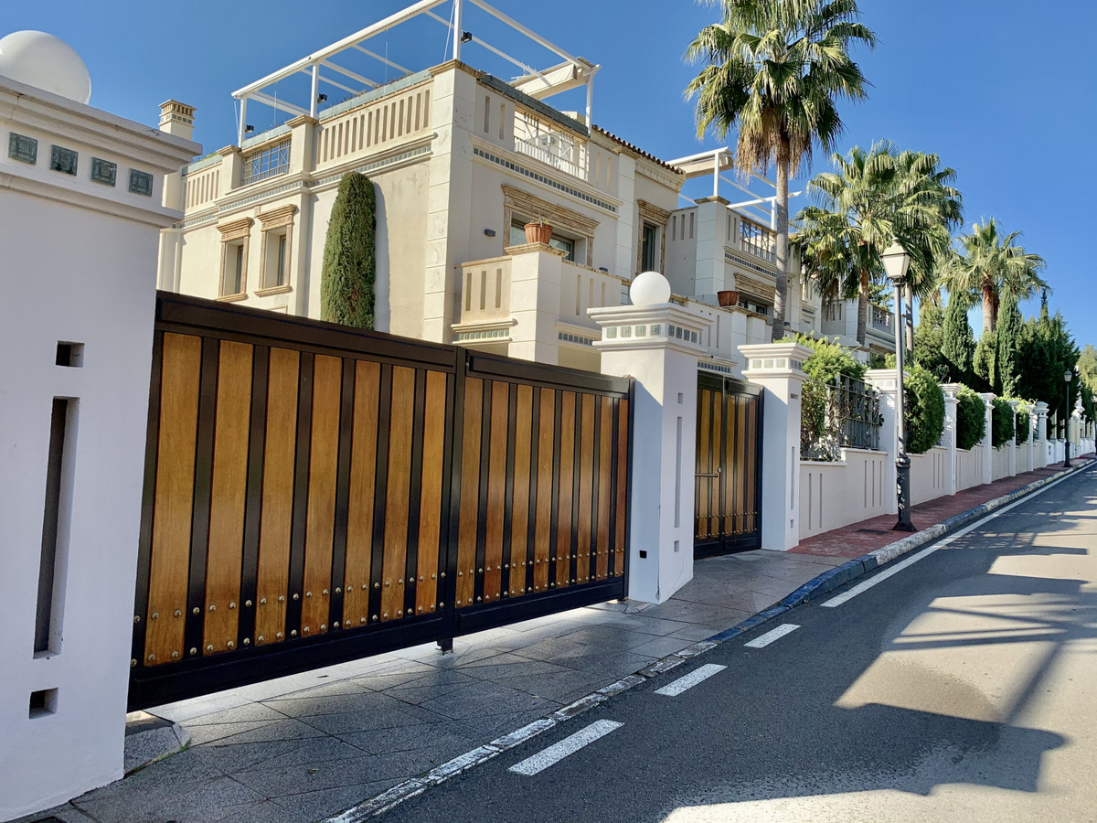 Townhouse Terraced in Sierra Blanca, Costa del Sol
