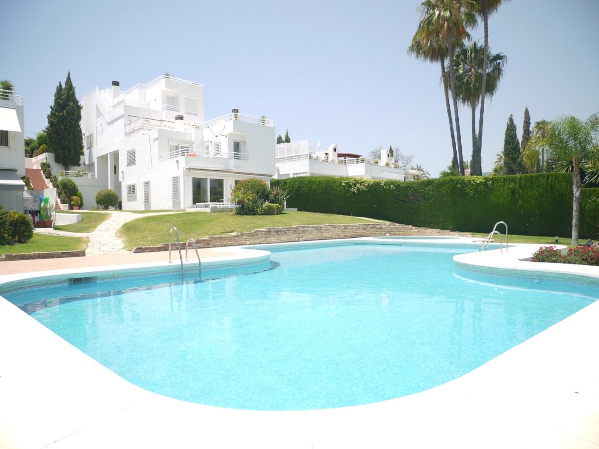 Villa, Pareada  en venta    en Nueva Andalucía