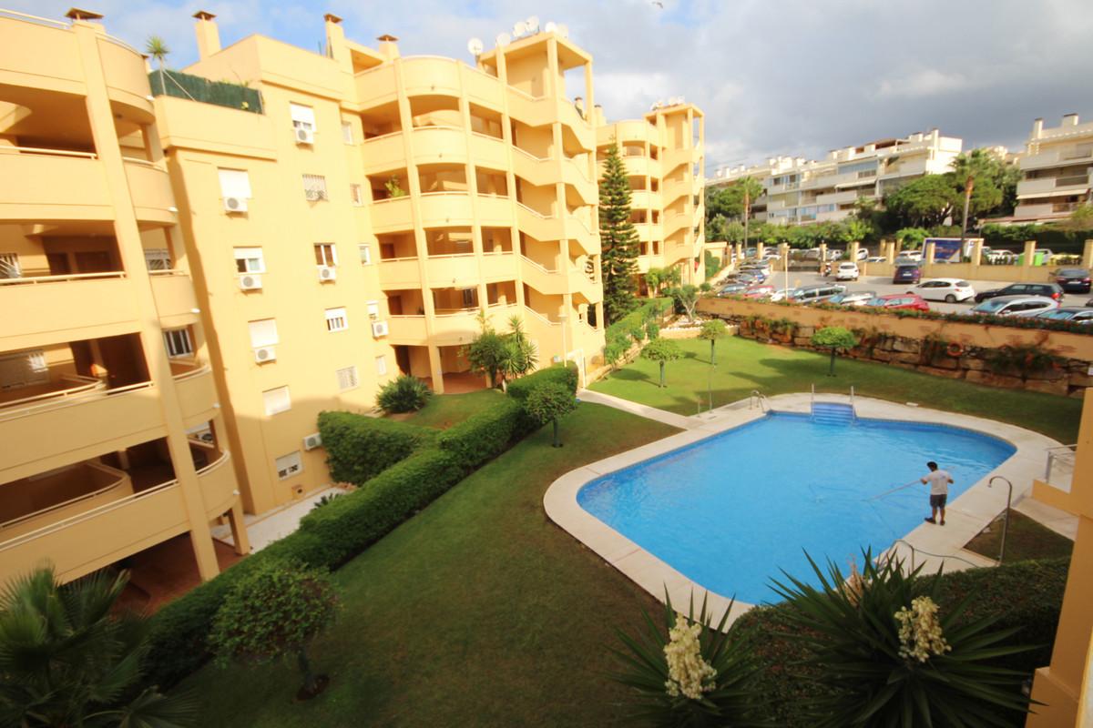 Apartamento en Venta en Calahonda – R3688472