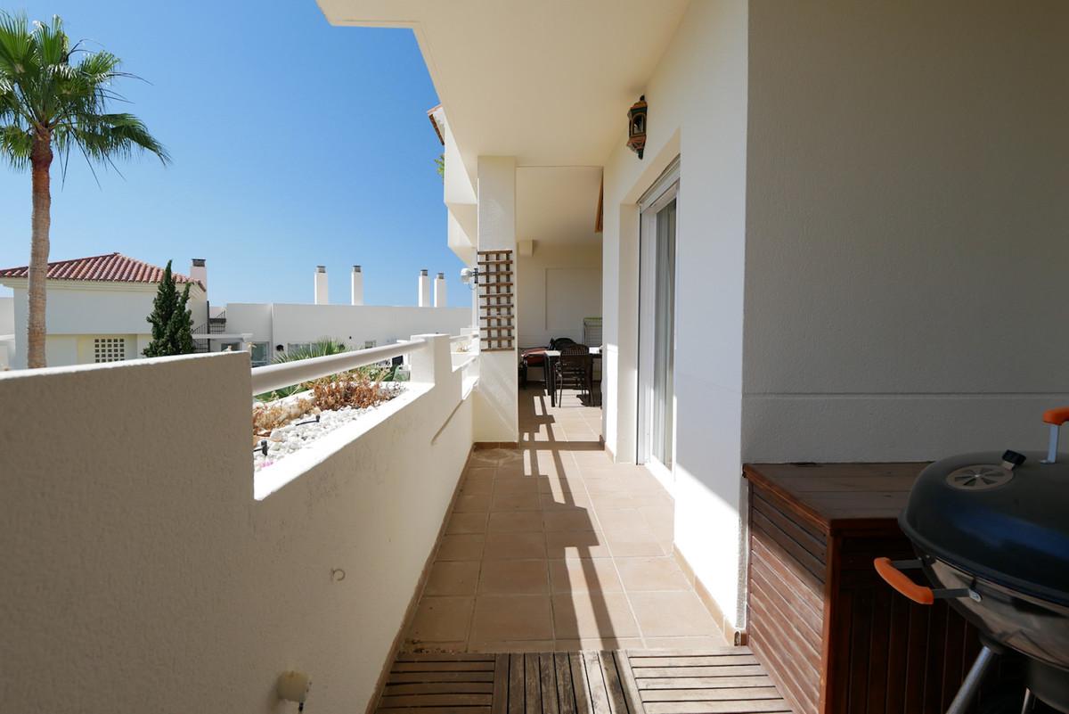 Marbella Banus Apartamento Planta Media en Venta en Calahonda – R3655220