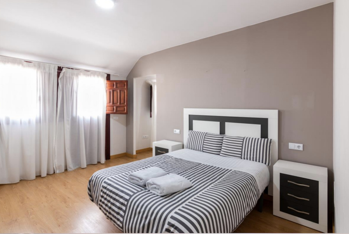 The building is located in the center of Granada, with all the services of the center of the city, o,Spain
