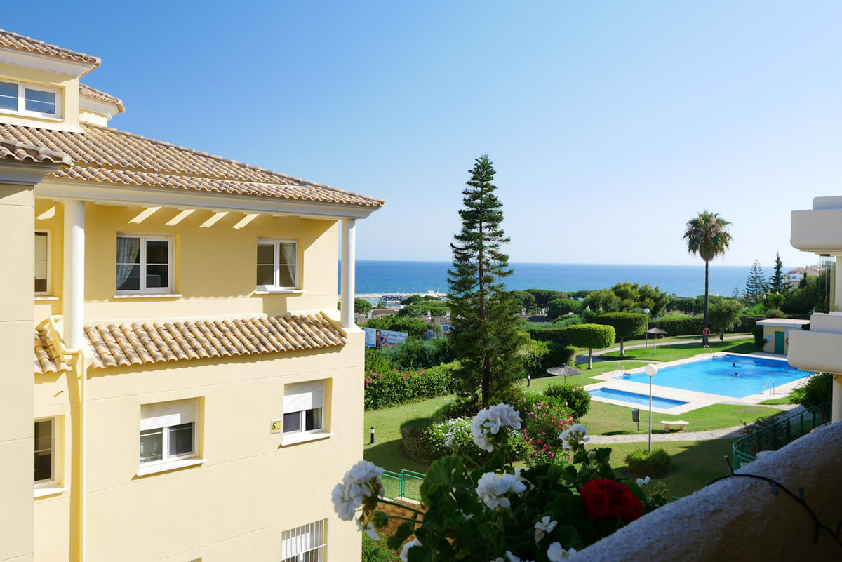 Middle Floor Apartment for sale in Cabopino R3671654
