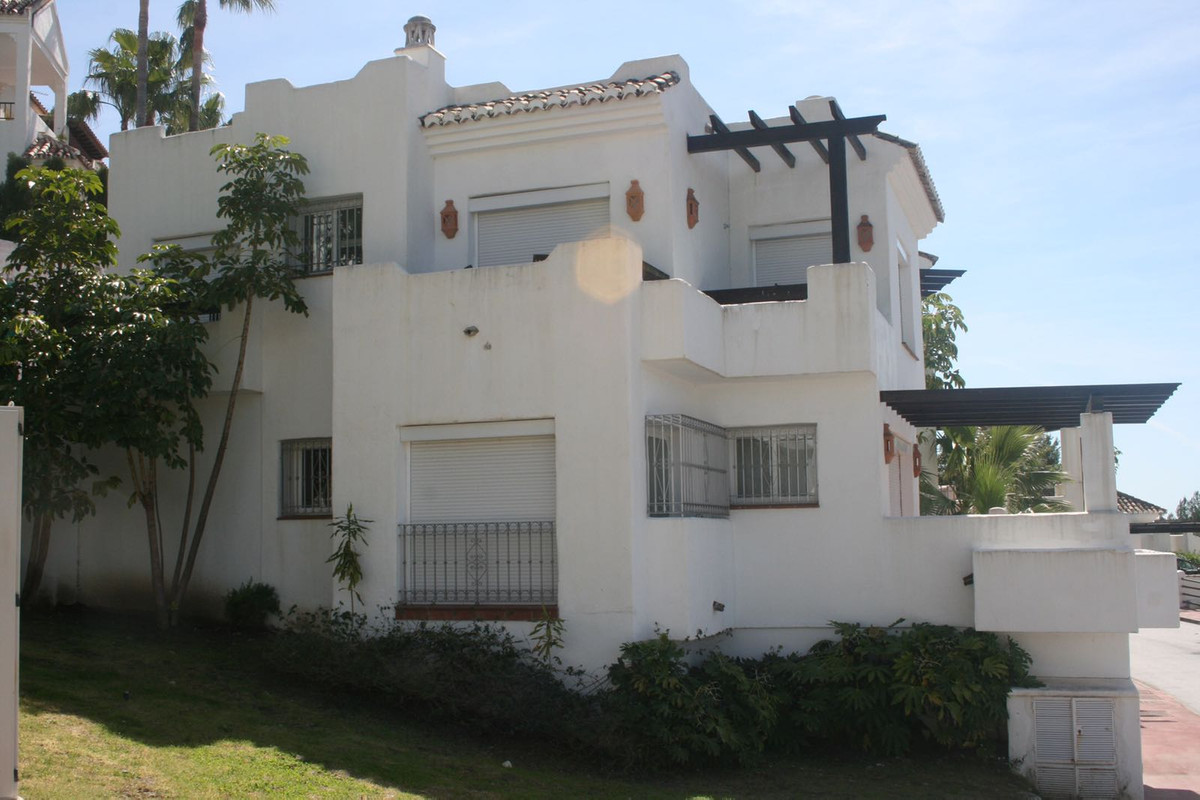 Beautiful semi-detached house ideal for living in a natural environment, and relaxed, or for those w, Spain