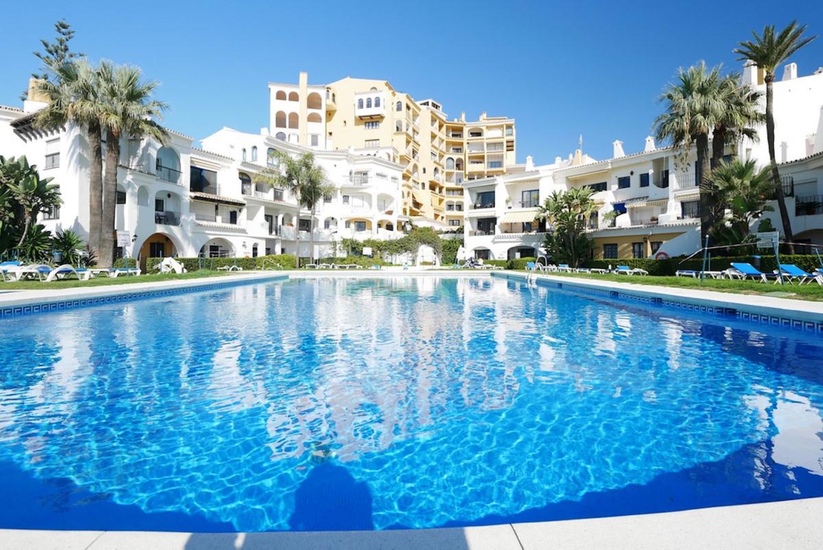 Marbella Banus Apartamento Planta Media en Venta en Cabopino – R3698855