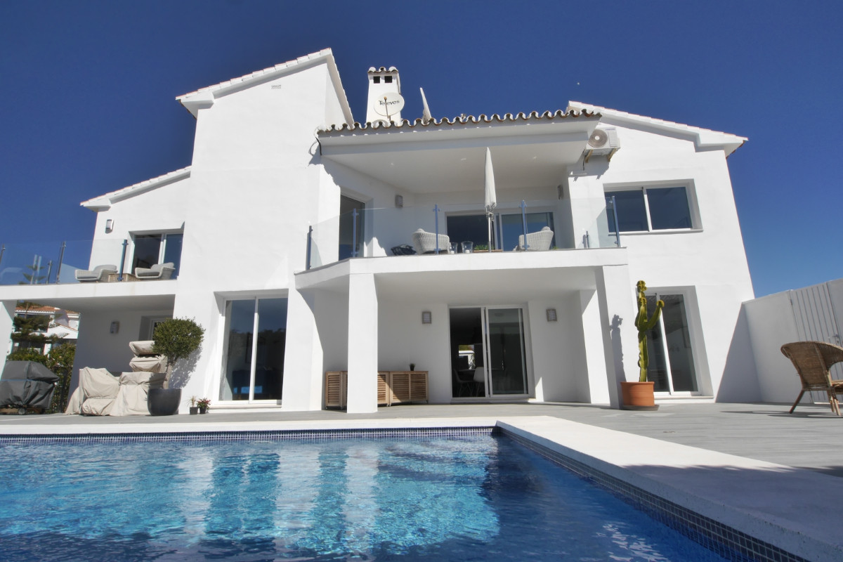 This is a super modern villa for sale on the Costa del Sol in the very popular area of Miraflores an,Spain