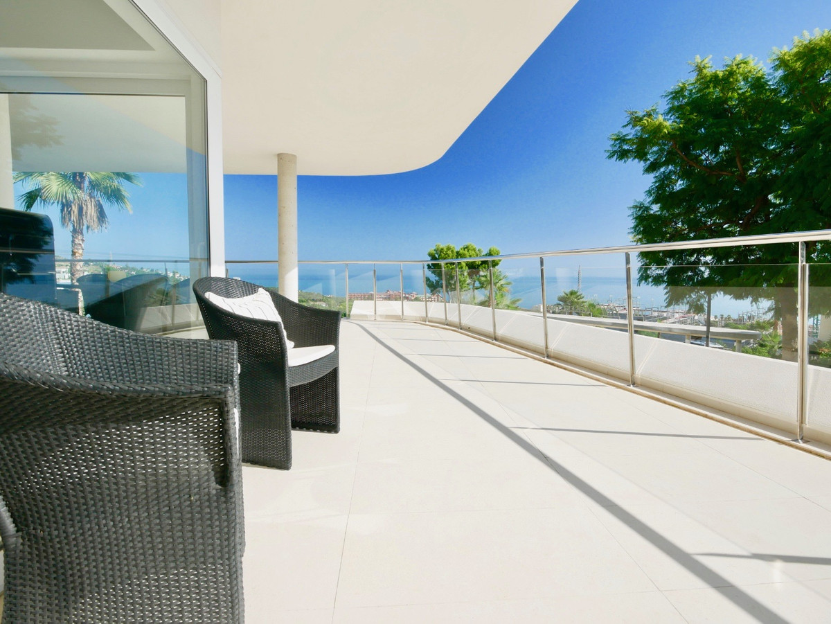 Middle Floor Apartment for sale in Benalmadena Costa R3291727