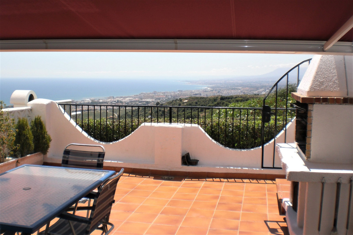 Rent to Enero 19  Urbanization, with excellent views to the sea and the mountain located in a quiet , Spain