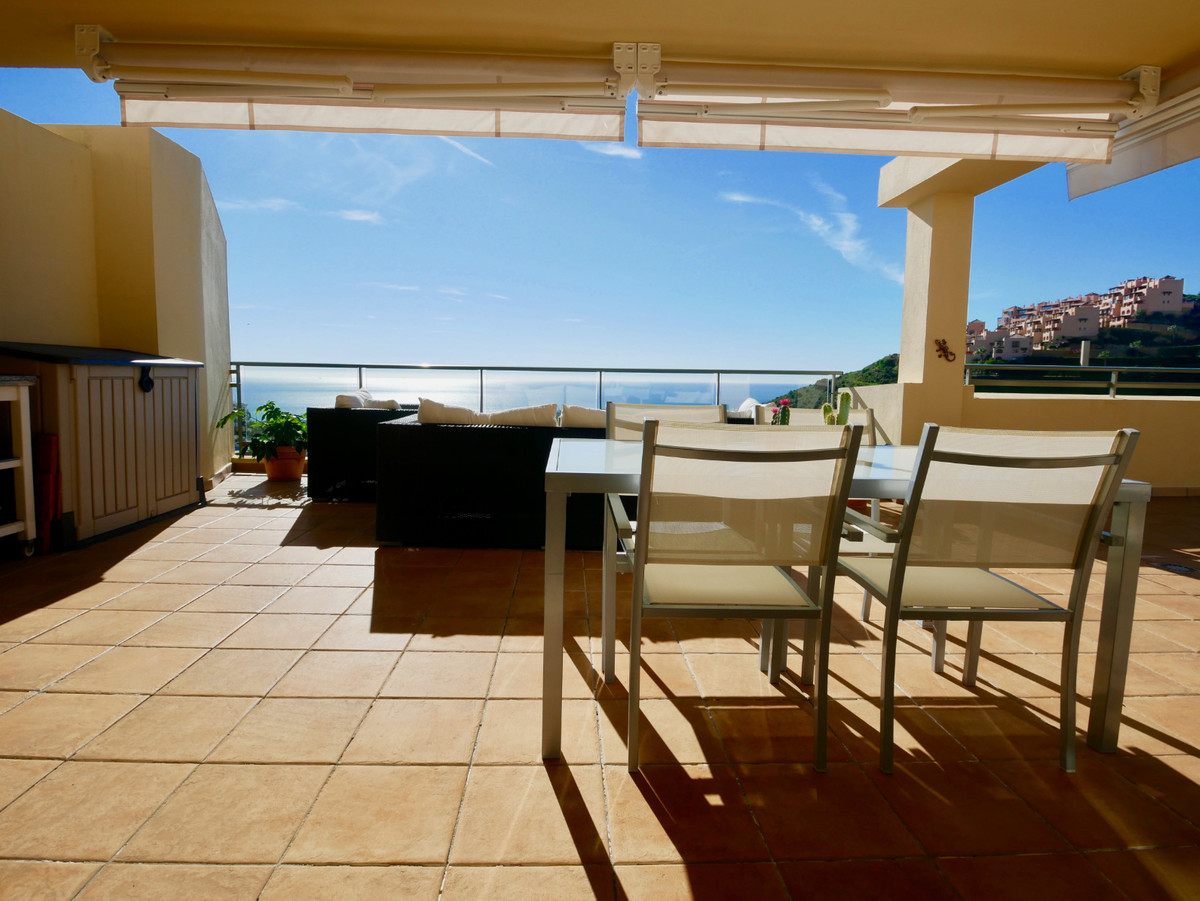 This is a super penthouse apartment for sale in the upper part of Calahonda with an amazing large te, Spain
