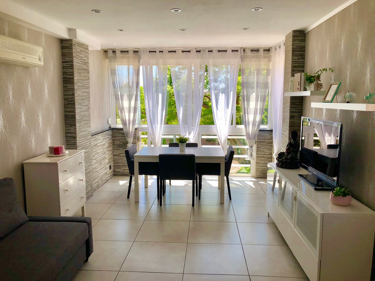 NEW ON THE MARKET!  Very modern appartement, recently renovated and refurbished, fully equipped.   C,Spain