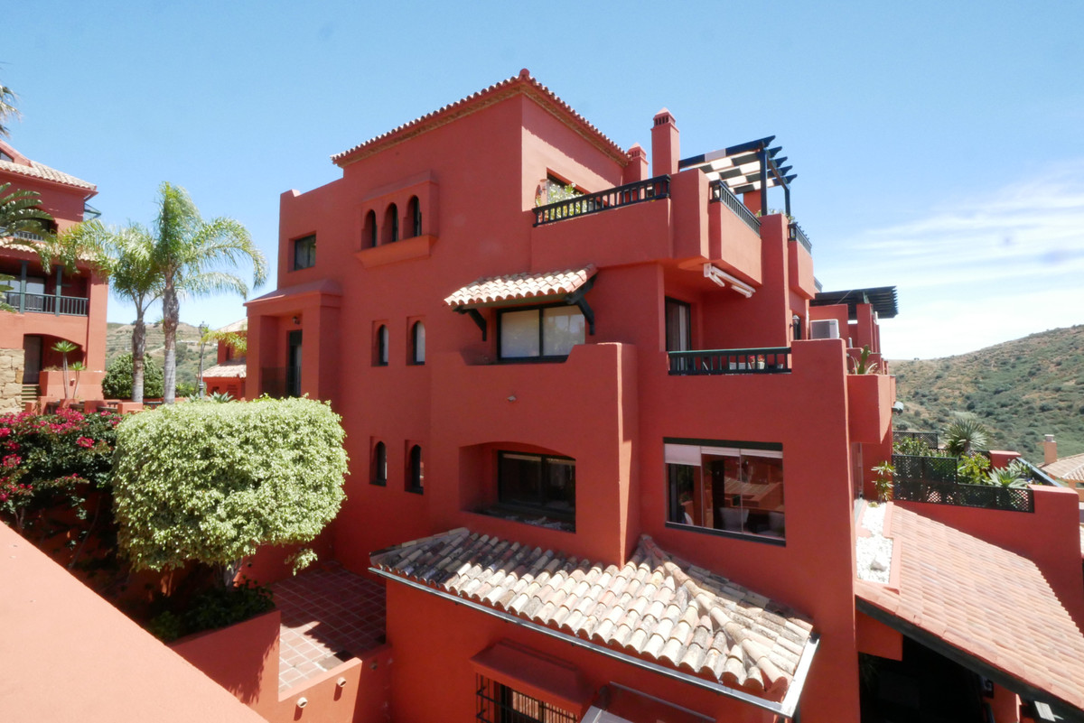 This is a great apartment in this very attractive & sought after complex. Not to be mistaken witSpain