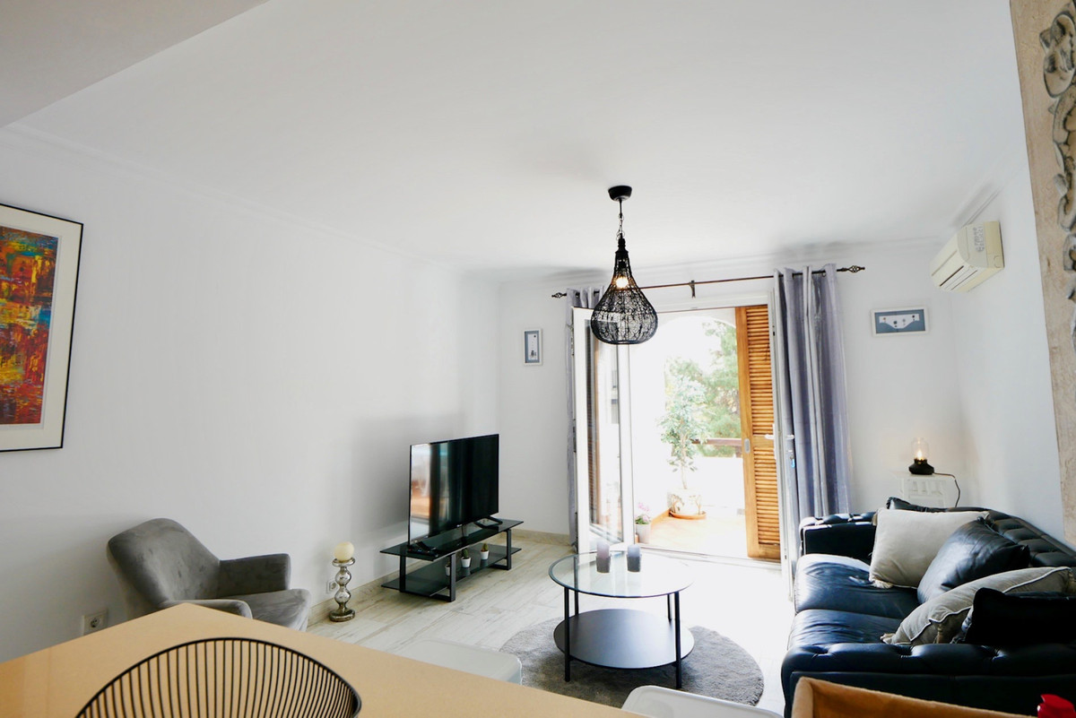 Apartamento en Venta en Nueva Andalucía – R3803218