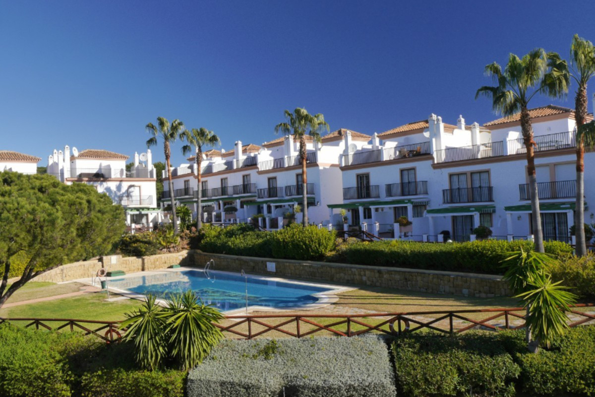 This is a much larger than average townhouse located in Cabopino just 11 minutes walk down to the po, Spain