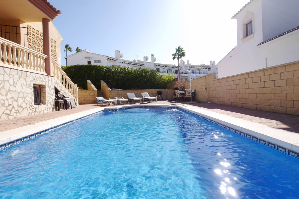 Villa  Detached 													for sale  																			 in Riviera del Sol
