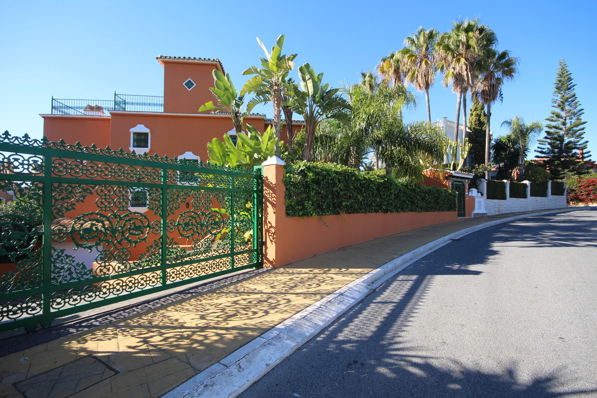 OPPORTUNITY!! BAHIA DE MARBELLA !! INCREDIBLE SEA VIEWS !!  TO LESS OF 200m OF ONE OF THE BEST BEACH,Spain
