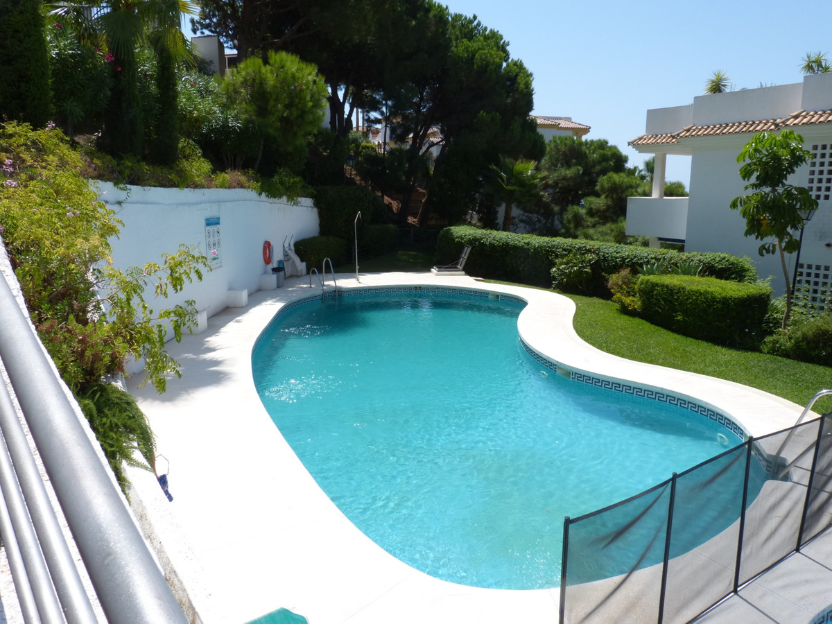 Large elevated ground floor 3 bedrooms 3 bathrooms in upper Calahonda. The property west facing is c, Spain
