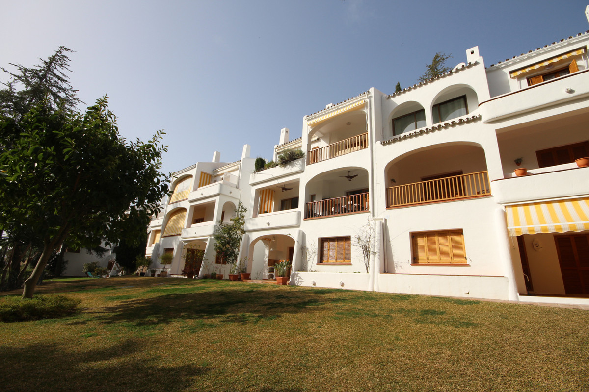 Apartment Ground Floor in Nueva Andalucía, Costa del Sol