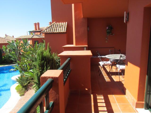 Apartamento Planta Media en Venta en Calahonda – R2800361