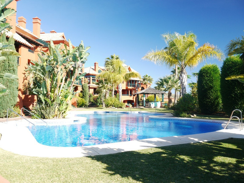 Apartamento Planta Media en venta, Calahonda – R2800361