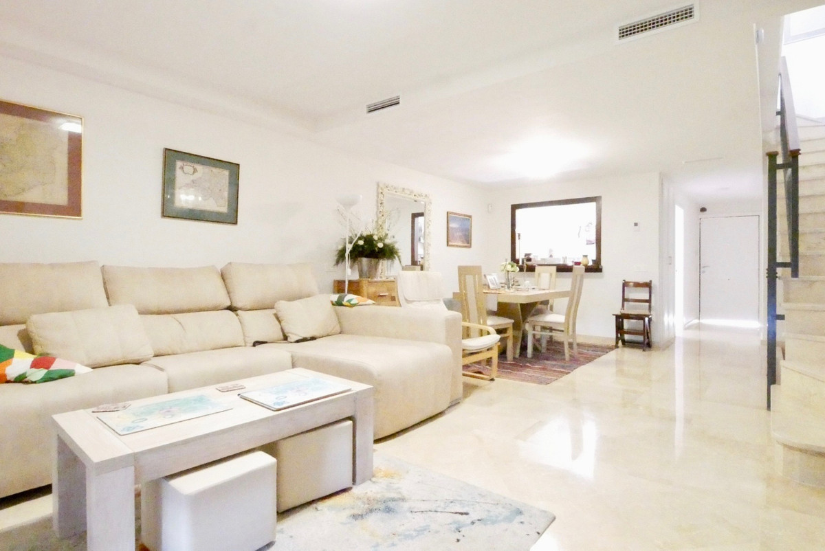 This modern townhouse is conveniently located only a short stroll to the bars and restaurants of Cab, Spain