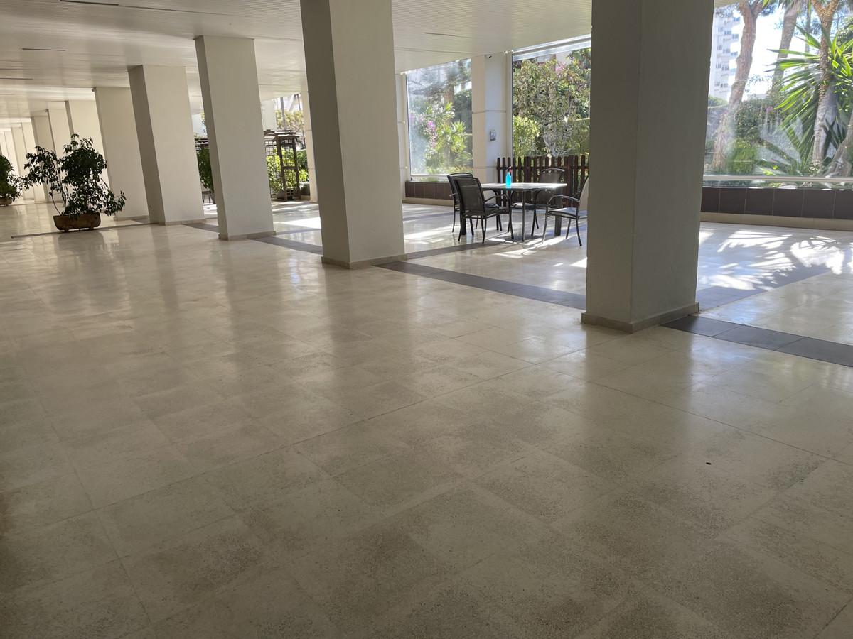 Apartamento Planta Media en Venta en Marbella – R3106349