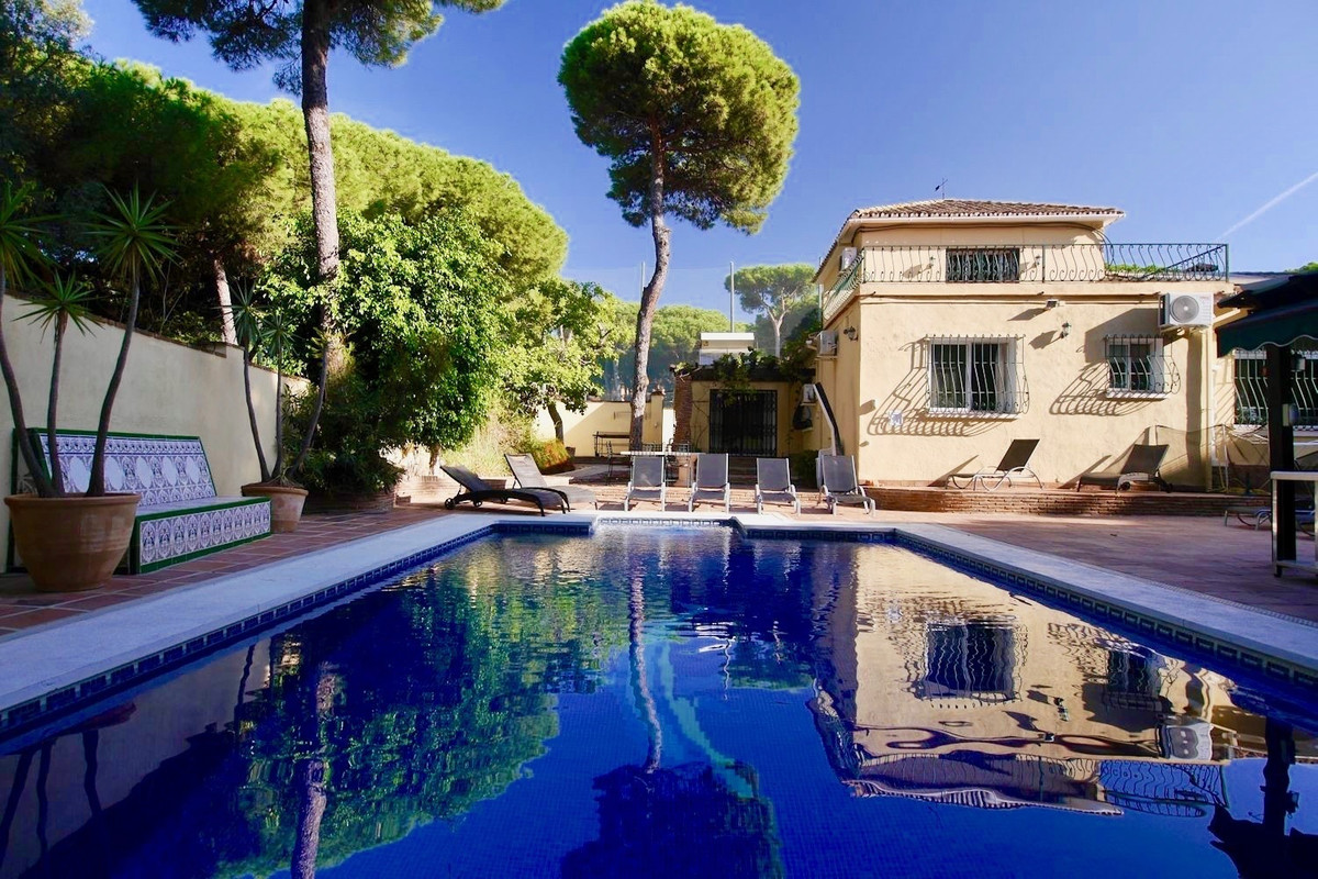Amazing as a rental investment this villa can  net around €80000 a year in rental income. This large, Spain