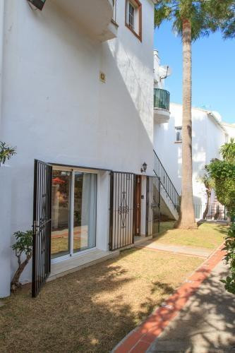 A great three bedroom ground floor property with easy access to the communal pool and just a couple ,Spain