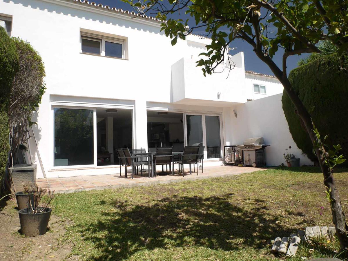 Marbella Banus Pareada en Venta en Atalaya – R3444547