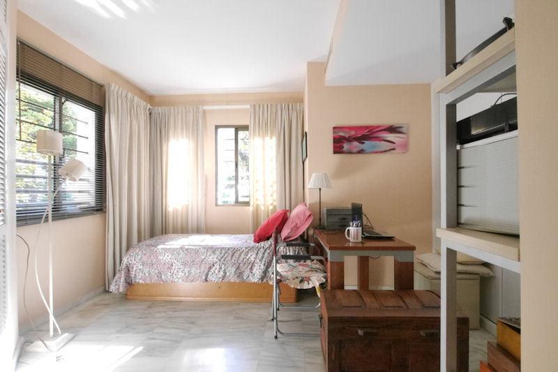 Apartamento con 4 Dormitorios en Venta Elviria
