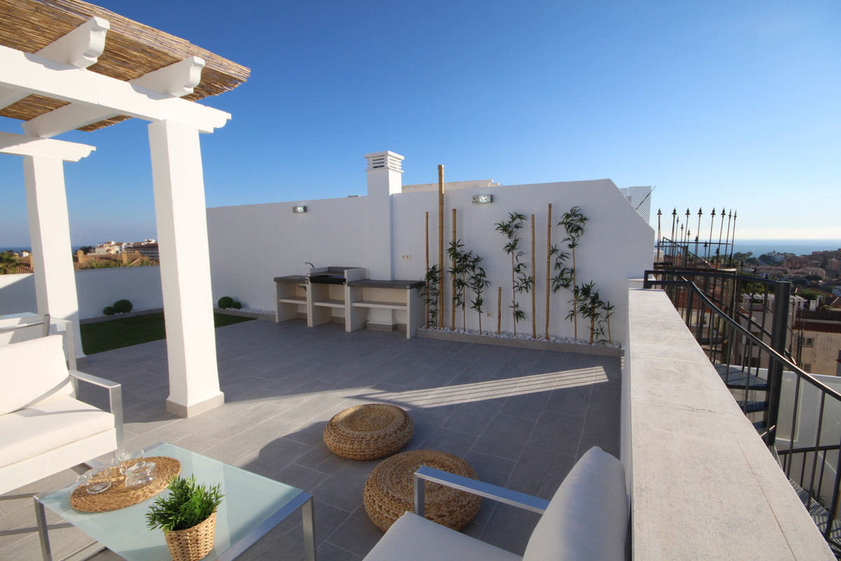 Fabulous duplex penthouse located in Riviera del Sol with sea and mountain views !!! The property is, Spain