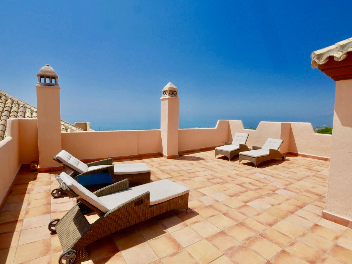 This is a large three bedroom penthouse with some of the most amazing views possible along the coast, Spain