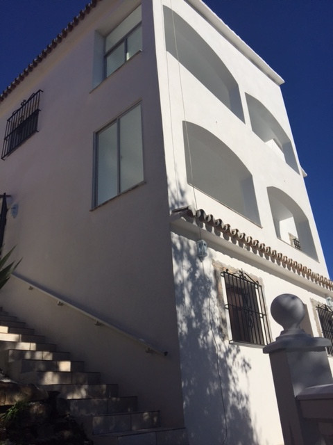 NEWLY REFORMED VILLA CONSISTS OF THREE FLOORS FIRST FLOOR CONSTA OF, 2 ROOMS, LIVING ROOM, KITCHEN B,Spain