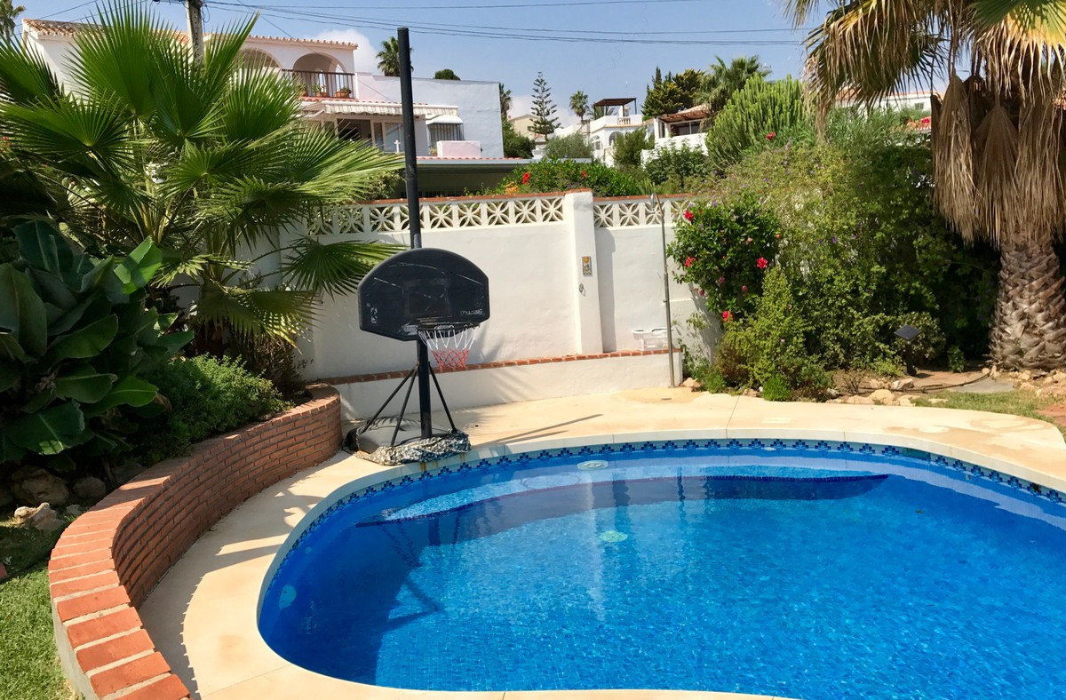 OPPORTUNITY! FABULOUS SEA VIEWS !!  Independent property located in the lighthouse of Mijas Costa, j, Spain
