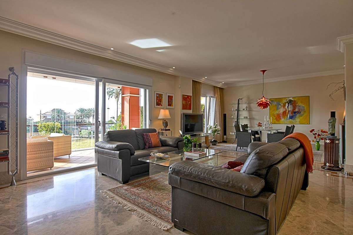 Great semi-detached house built 2004 close to Marbella built to high standards with many new face-li,Spain