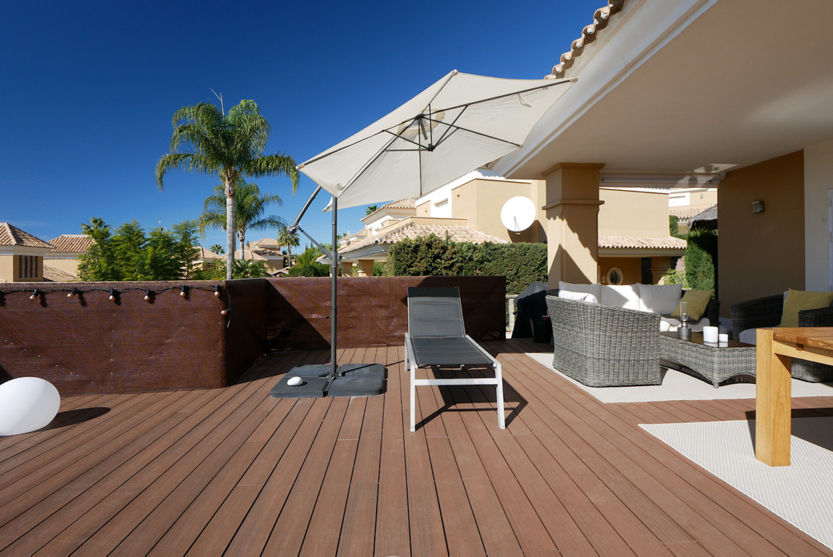 This is a great semi-detached villa in an exclusive urbanisation just a few minutes from the center , Spain