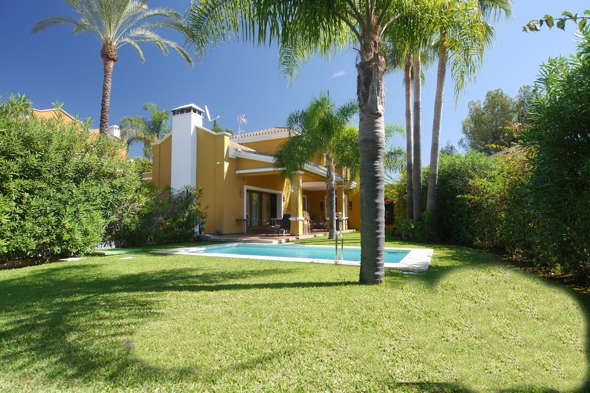 This is a great opportunity a five bedroom house in a quiet cul de sac in a top location Nagueles. T, Spain