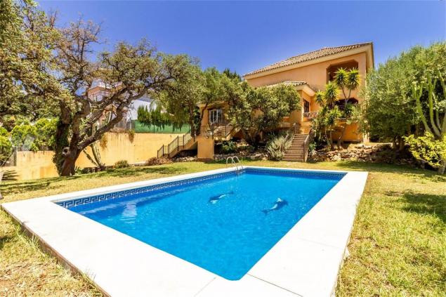 Detached house located in the lower area of ??Elviria, Marbella.  The house is located less than 10m,Spain
