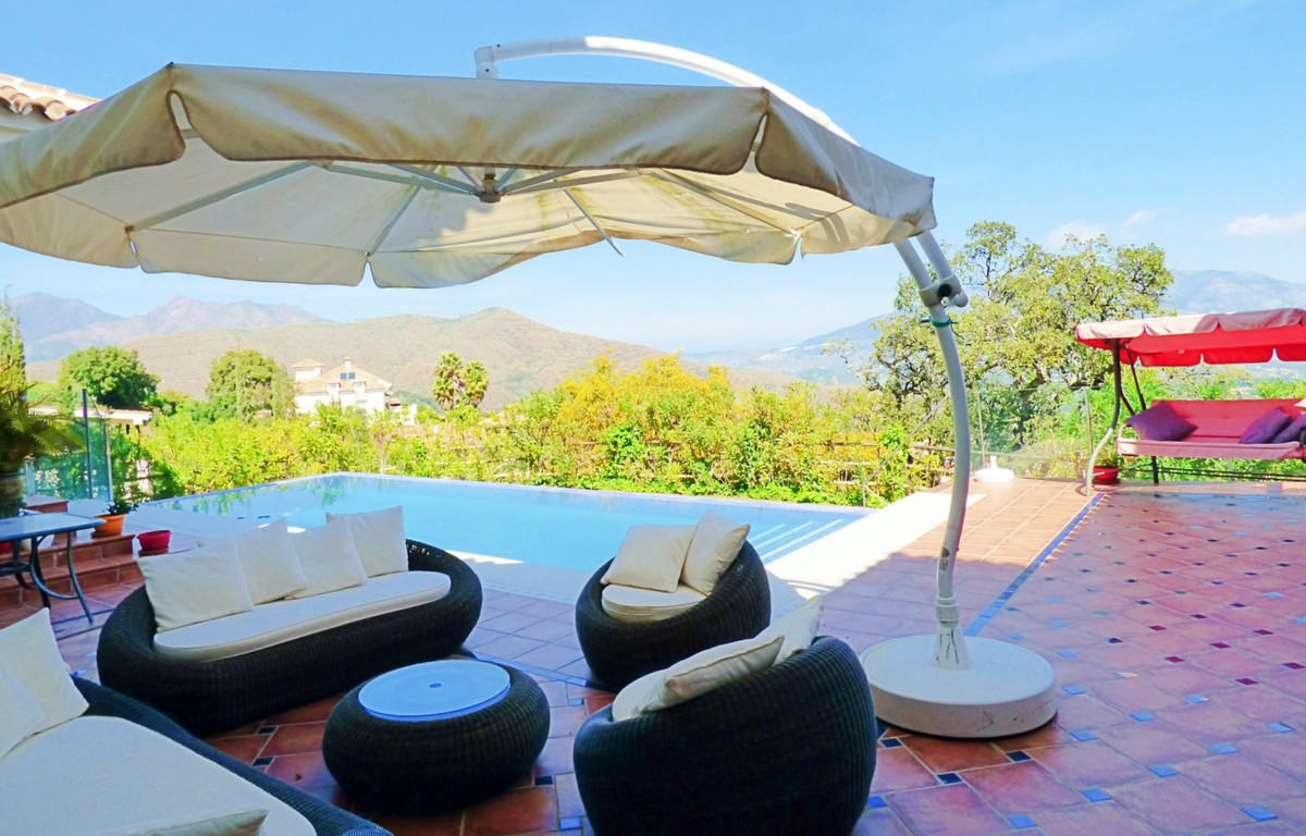 Detached villa in La Mareina with panoramic sea and mountain views. The property is ideal as a famil,Spain