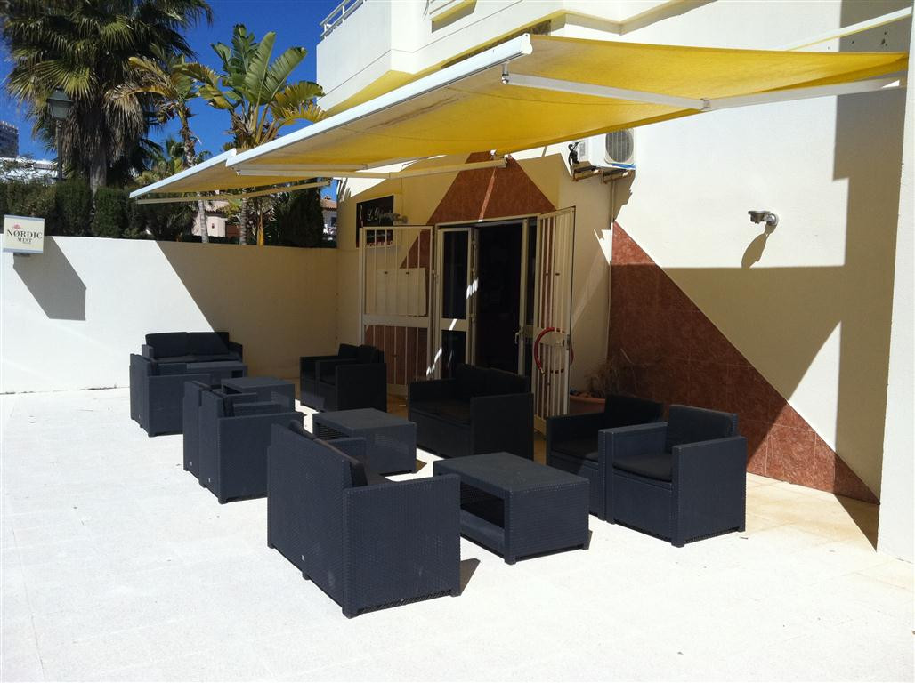 Freehold bar with bar and terrace licenses. Includes sunny terrace, storage and extra room. Located , Spain