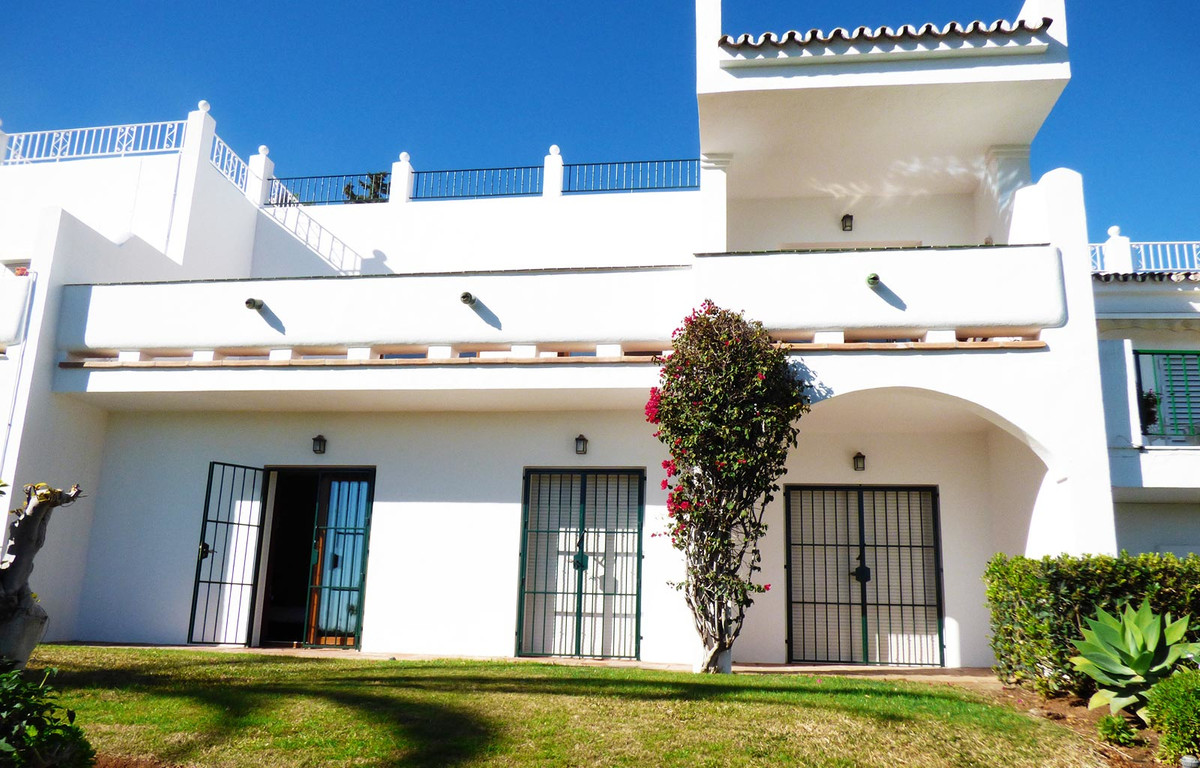 Prime front-line golf location. Beautifully renovated townhouse in an urbanization of only 18 townho, Spain