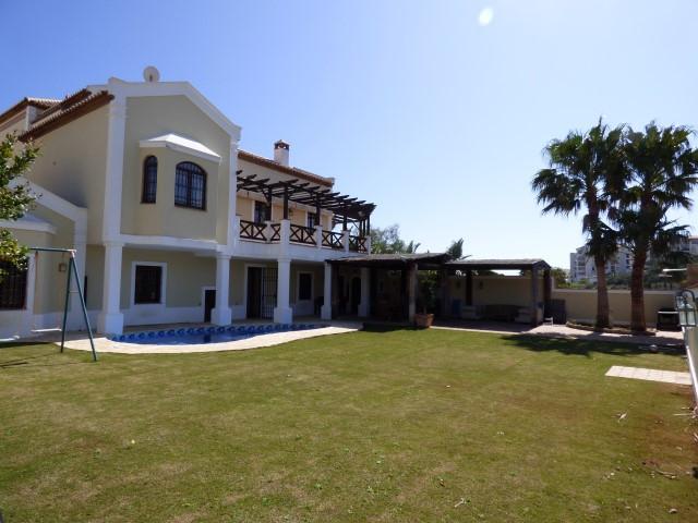 Villa  Independiente en venta   en Torrequebrada